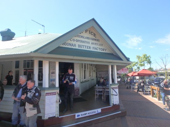 Boonah, Australia: Outside the cafe.