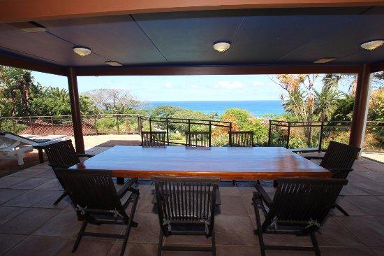 Wailana Beach Lodge: Breakfast table
