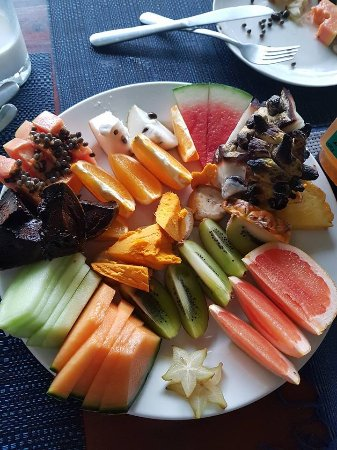 Cow Bay, Австралия: Breakfast exotic fruit platter