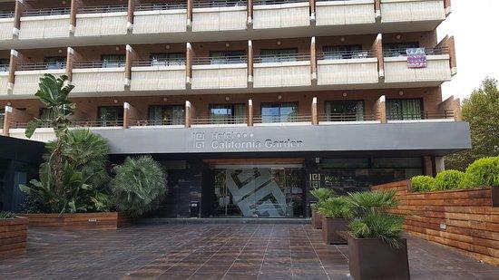 Entr e de l 39 h tel picture of california garden salou for Entree hotel