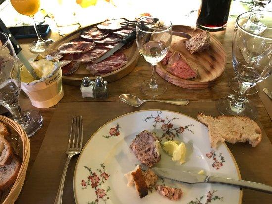 Pieusse, Prancis: assiette de charcuteries