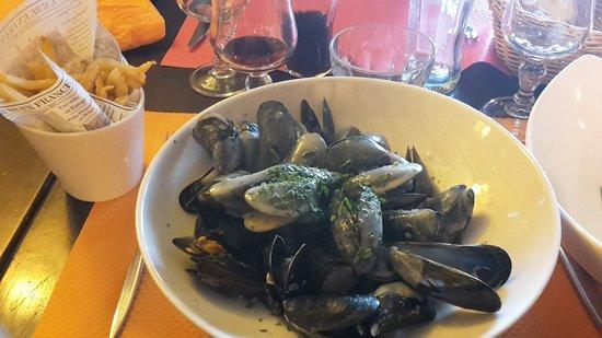 Port-Bail, ฝรั่งเศส: moules : un classique aux bord de l'eau
