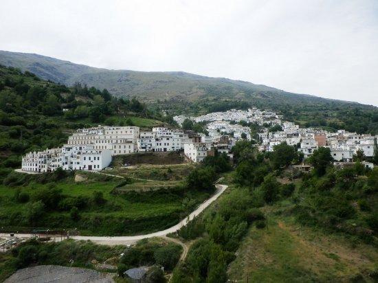 Trevelez Mountain Trail: widok na miasteczko