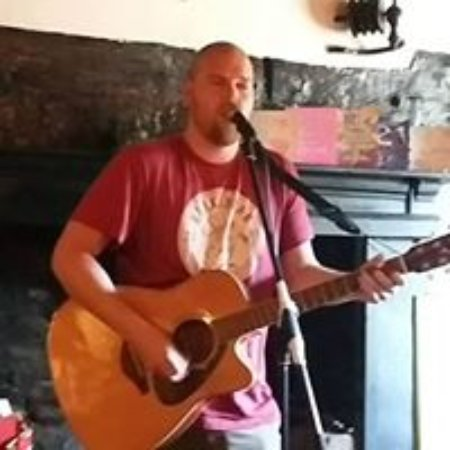 The Red Lion: simon sings every saturday