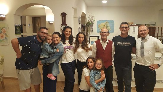 Family Spa Hotel Le Canne: nella foto ci sono alcuni dello staff del ristorante, Gessica 4, Griolamo 5, Vincenzo 7 e Anna g