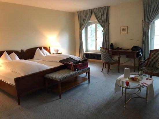 Un aperçu de l'hôtel, de la vielle ville de Burgdorf et de notre chambre.