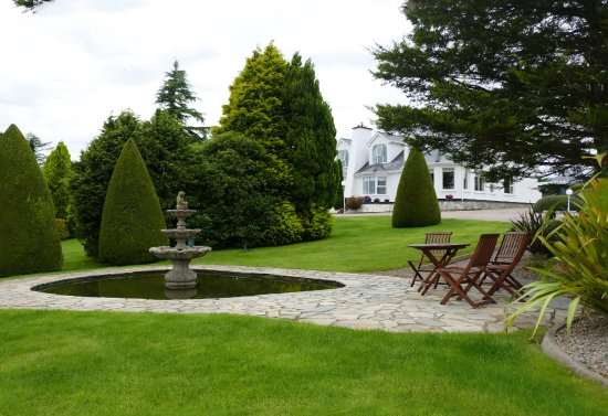The Arches Country House: Gardenpark