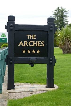 The Arches Country House: .... stay here and you'll be happy ......