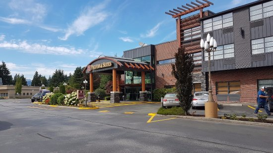 Poco Inn & Suites Hotel: Outside main entrance
