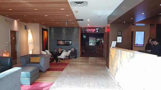 Poco Inn & Suites Hotel: Lobby inside main entrance