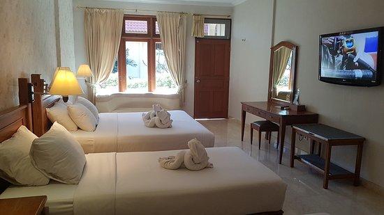 Febri's Hotel & Spa: Three bed family room