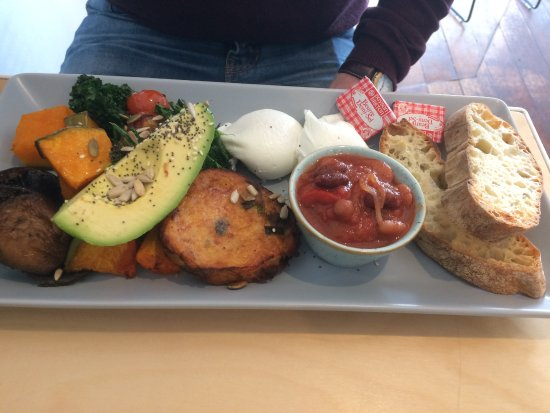 Swanbourne, Australia: The editor's garden (vegetarian breakfast)