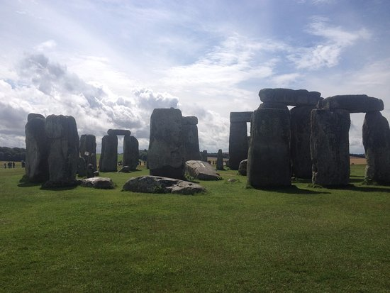 Durrington, UK: Stonehenge is 15 min drive, Woodhenge 5 at mins.