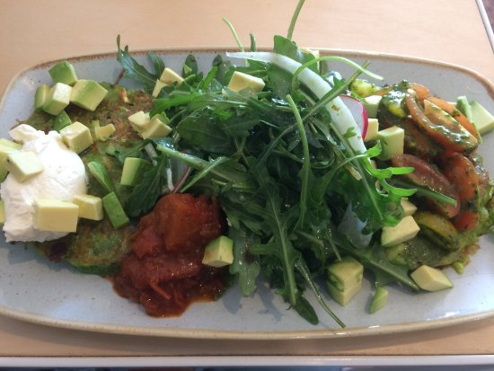 Swanbourne, Australia: Veggie fritters with relish and salad