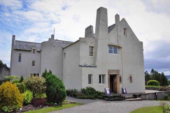 Hill House: entrance