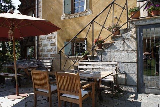 Bever, Suiza: The Garden Restaurant