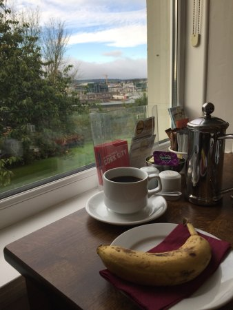 Gabriel House B&B: Breakfast with a lovely view (and good coffee)