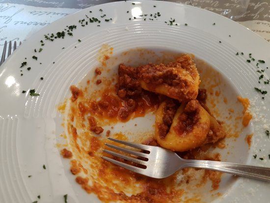 Budrio, Italy: tortellini al ragù, poco prima del decesso