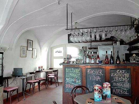 Trebic, República Checa: Cafetería con un agradable ambiente bohemio