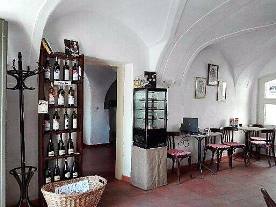 Venta de vinos de la región de Trebic, Chequia