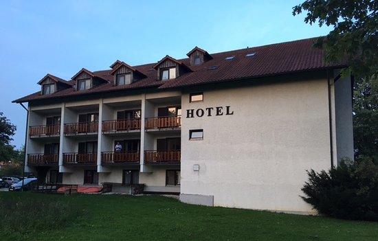 Neuhaus am Inn, Allemagne : Baksiden av hotellet