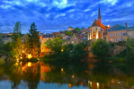 Argenton-sur-Creuse, Francia: A walk at dusk