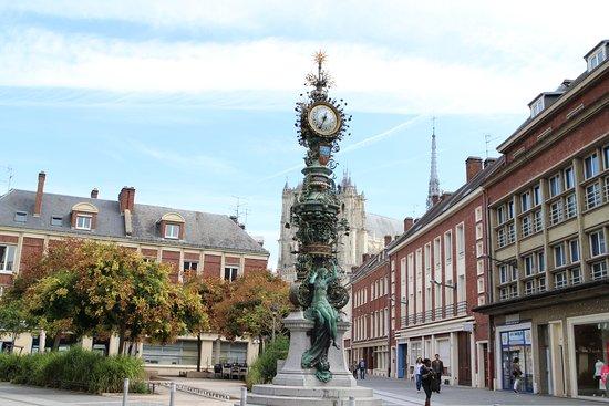 Horloge Dewailly et Marie-sans-chemise