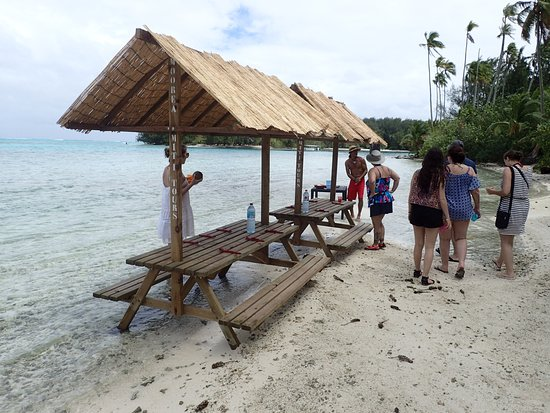 Hilton Moorea Lagoon Resort & Spa: Picnic site from Outrigger Lagoon tour