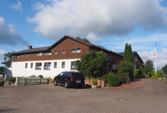 Ahlefeld, Γερμανία: Hotellet, set fra parkeringspladsen