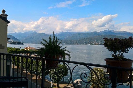 Hotel Residence La Luna Nel Porto: Superior suite overlooking the lake