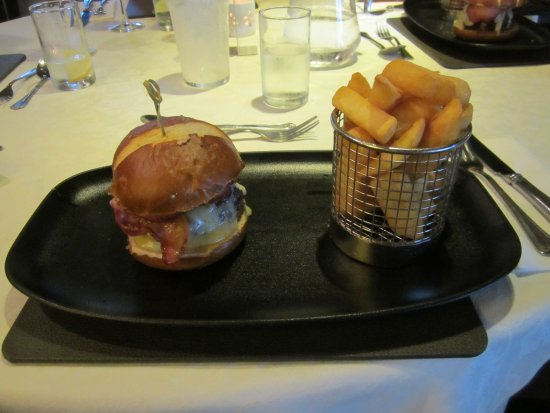 Mayfield, UK: BURGER , CHEESE , BACON AND CHILLED BUN AND BASKET OF CHIPS