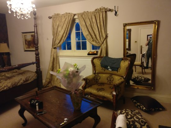 Woodborough, UK: Room we stayed in (The Brown Room)