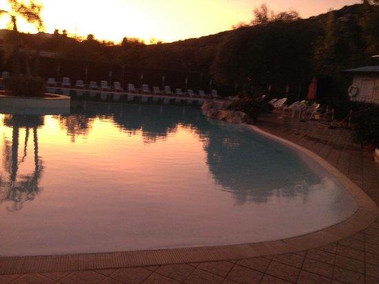 Vibonati, Italien: In piscina di sera