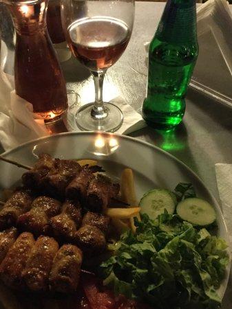 Villa Apollon Skiathos: Chicken /bacon Souvlaki- very nice, try the cheese garlic bread....
