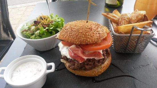 Morlaix, France: Burger mit Ziegenkäse und Estragondip