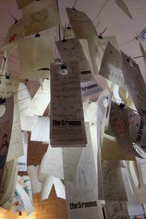 The5rooms: Display from former visitors in the lobby