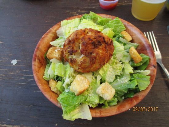 Hammerheads Dockside: Crab Cake an Small Caesar Salad.