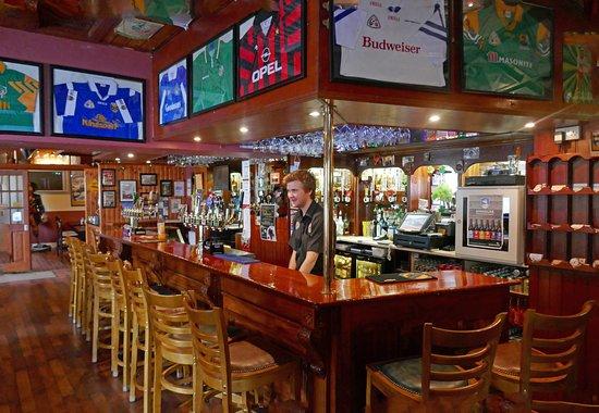Burtonport, Ирландия: The Lobster Pot Bar