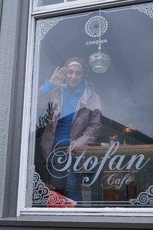 Stofan Cafe: la finestra sulla piazza