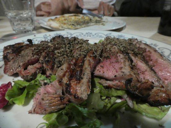 Vicchio, Italy: Absolutely the best tagliata with truffles!