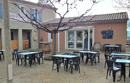 Saint-Trinit, France : terrasse