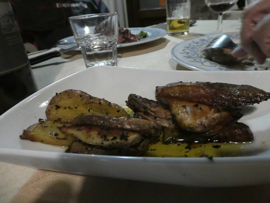 Vicchio, Włochy: The best roasted potatoes I've ever had! (and I don't usually order!)