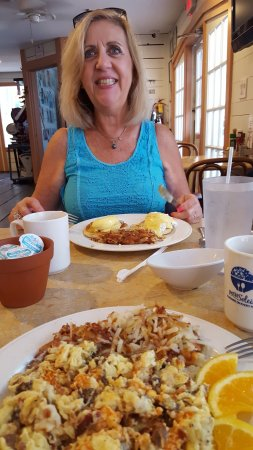 Petit Soleil: Scrumptious! Both my wife and the breakfast!