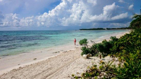 Grand Palladium Kantenah Resort & Spa: View looking back towards Kantenah beach