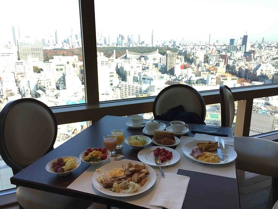 Shibuya Excel Hotel Tokyu: The view from the top floor resturant / breakfast