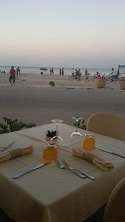 Ristorante Mira Spiaggia: tavolo vista mare