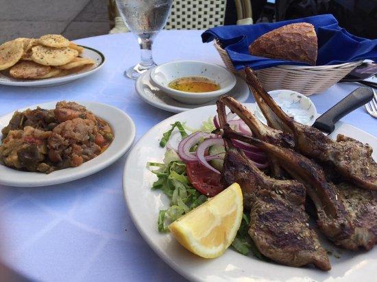 Zorba's Tavern: Delicious lamb chops