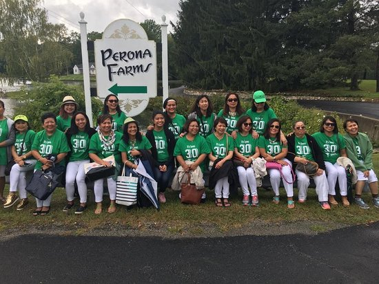 Andover, NJ: Friends and family at Perona Farms