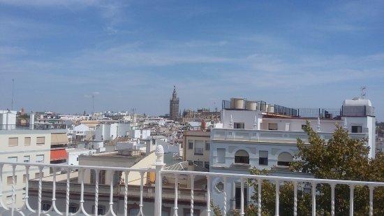 Vue de la piscine picture of hotel becquer seville - Seville hotel piscine ...