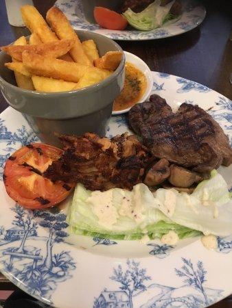 Daresbury, UK: Evening meal of steak.